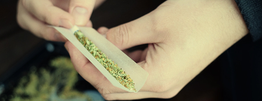 Rollendes Cannabis