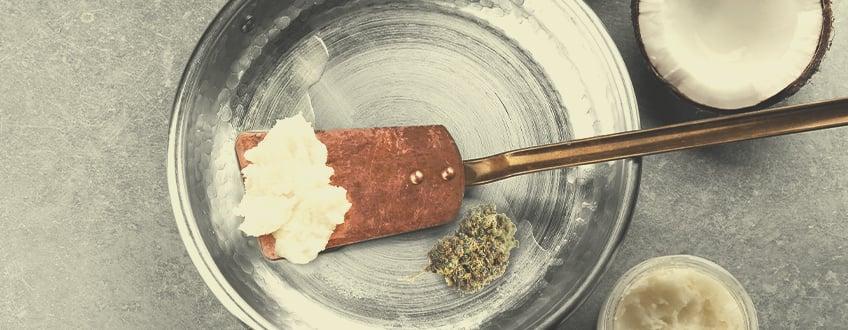 Wie man mit Cannabis versetztes Kokosöl zubereitet