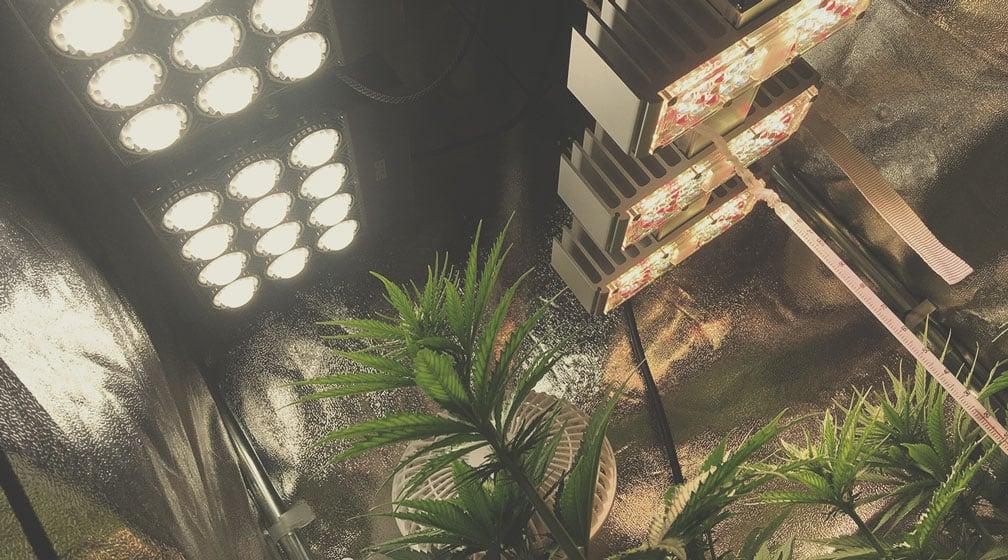 Hänge die Anbaulampen so hoch wie möglich